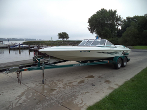 Used Aquatron 2100 BR Bowrider Boat For Sale