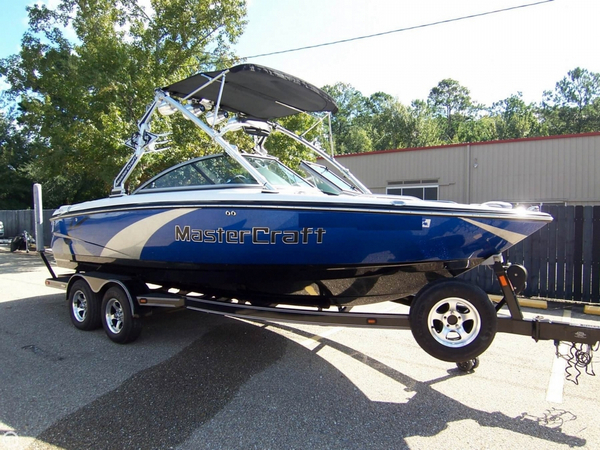 Used Mastercraft X15 Wakeboard 21 foot Ski and Wakeboard Boat For Sale