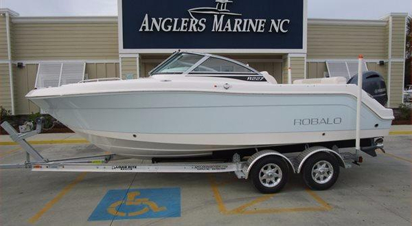 New Robalo R227 Dual Console Dual Console Boat For Sale