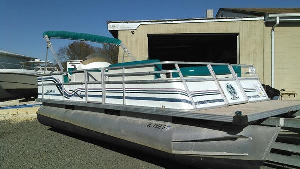 Used Crest III Pontoon Boat For Sale