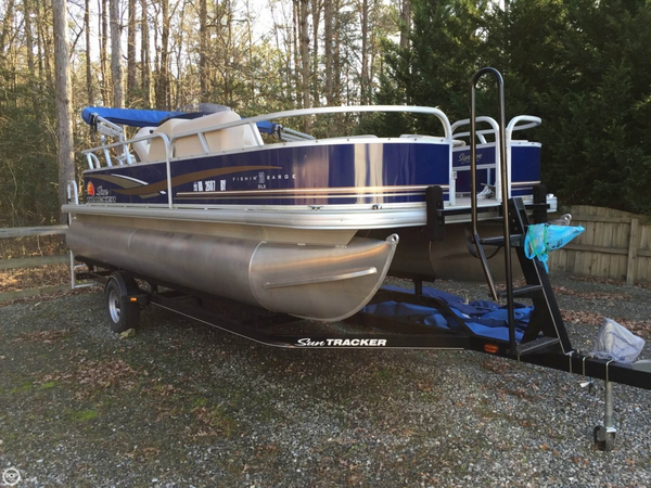 Used Sun Tracker 20 DLX Fishin' Barge Pontoon Boat For Sale