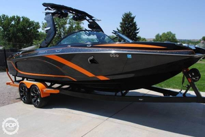 Used Centurion ENZO FS33 Ski and Wakeboard Boat For Sale