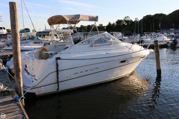 Used Maxum SCR 2400 Express Cruiser Boat For Sale
