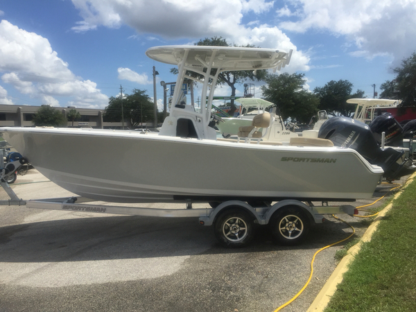 New Sportsman Boats 211 Heritage Center Console Fishing Boat For Sale