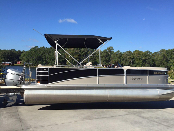 Used Berkshire 230CL Premium Pontoon Boat For Sale
