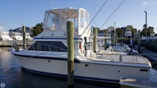 Used Chris-Craft 30 Sports Fishing Boat For Sale