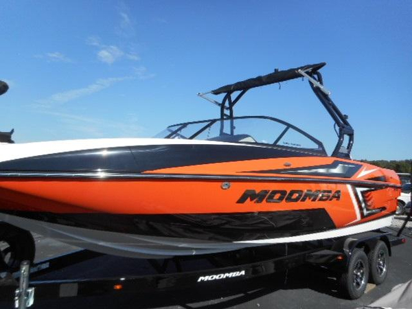 New Moomba Mojo Ski and Wakeboard Boat For Sale