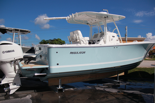 New Regulator 28 Freshwater Fishing Boat For Sale