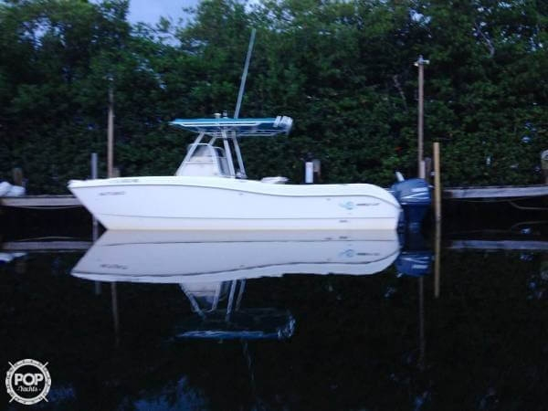 Used World Cat 250 SF Power Catamaran Boat For Sale
