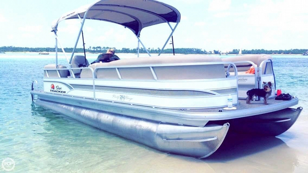 Used Sun Tracker Party Barge 24 DLX Signature Pontoon Boat For Sale