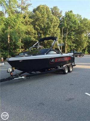 Used Epic 23v 10th Anniversary Edition Ski and Wakeboard Boat For Sale