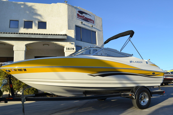 Used Larson Senza 186 Runabout Boat For Sale