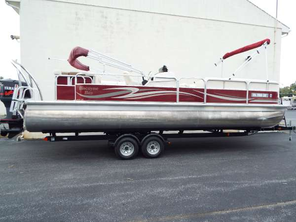 Used Misty Harbor 2585CS Pontoon Boat For Sale