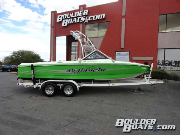 Used Centurion Avalanche Ski and Wakeboard Boat For Sale