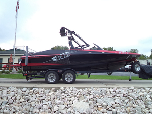 Used Axis Wake Research A22 Ski and Wakeboard Boat For Sale