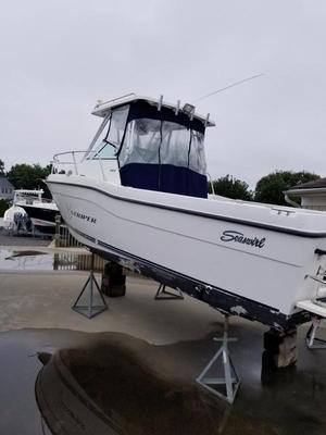 Used Striper 2601 Seaswirl Walkaround Sports Fishing Boat For Sale