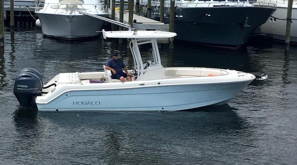 Used Robalo 242 Center Console Fishing Boat For Sale