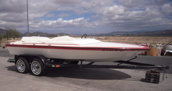 Used Hallett 18 Closed Bow High Performance Boat For Sale