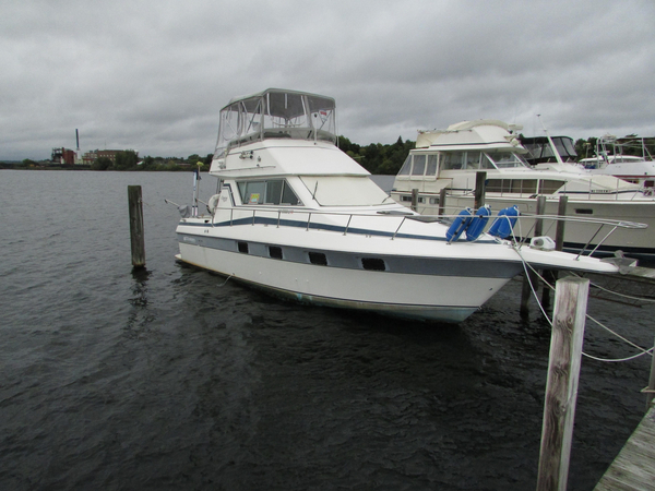 Used Cruisers Inc 338 Flybridge Boat For Sale