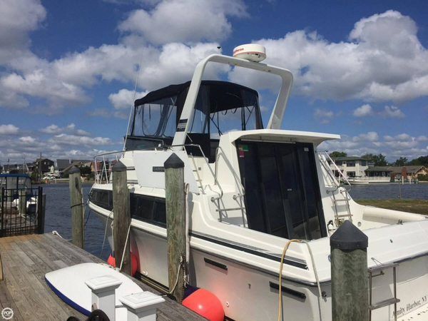 Used Carver 3297 Mariner Express Cruiser Boat For Sale