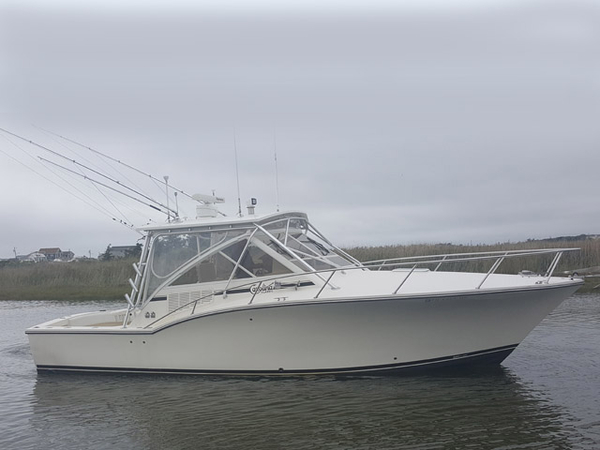 Used Carolina Classic 32' Express Sports Fishing Boat For Sale