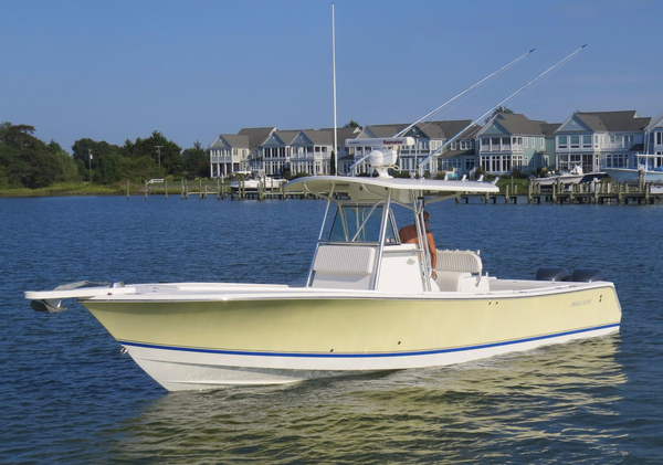 Used Regulator 32 Forward Seating Center Console Fishing Boat For Sale