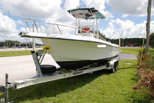 Used Celebrity FishHawk 2300 Center Console Fishing Boat For Sale