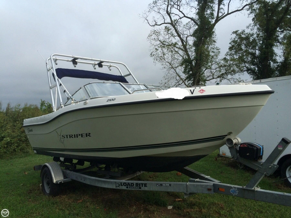 Used Seaswirl Striper 2100 DC Ski and Wakeboard Boat For Sale