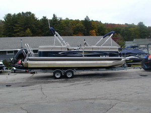Used Sylvan 8522 LZ Pontoon Boat For Sale