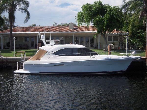Used Riviera Sport Yacht Sports Cruiser Boat For Sale