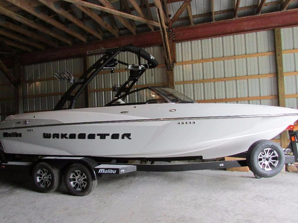 New Malibu 22 VLX Ski and Wakeboard Boat For Sale