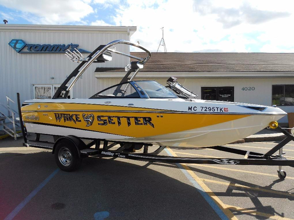 Used Malibu Wakesetter VTX Ski and Wakeboard Boat For Sale