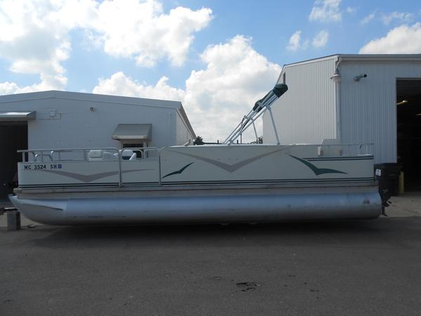 Used Sylvan 22 ANGL3 Pontoon Boat For Sale