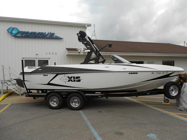Used Axis T22 Ski and Wakeboard Boat For Sale