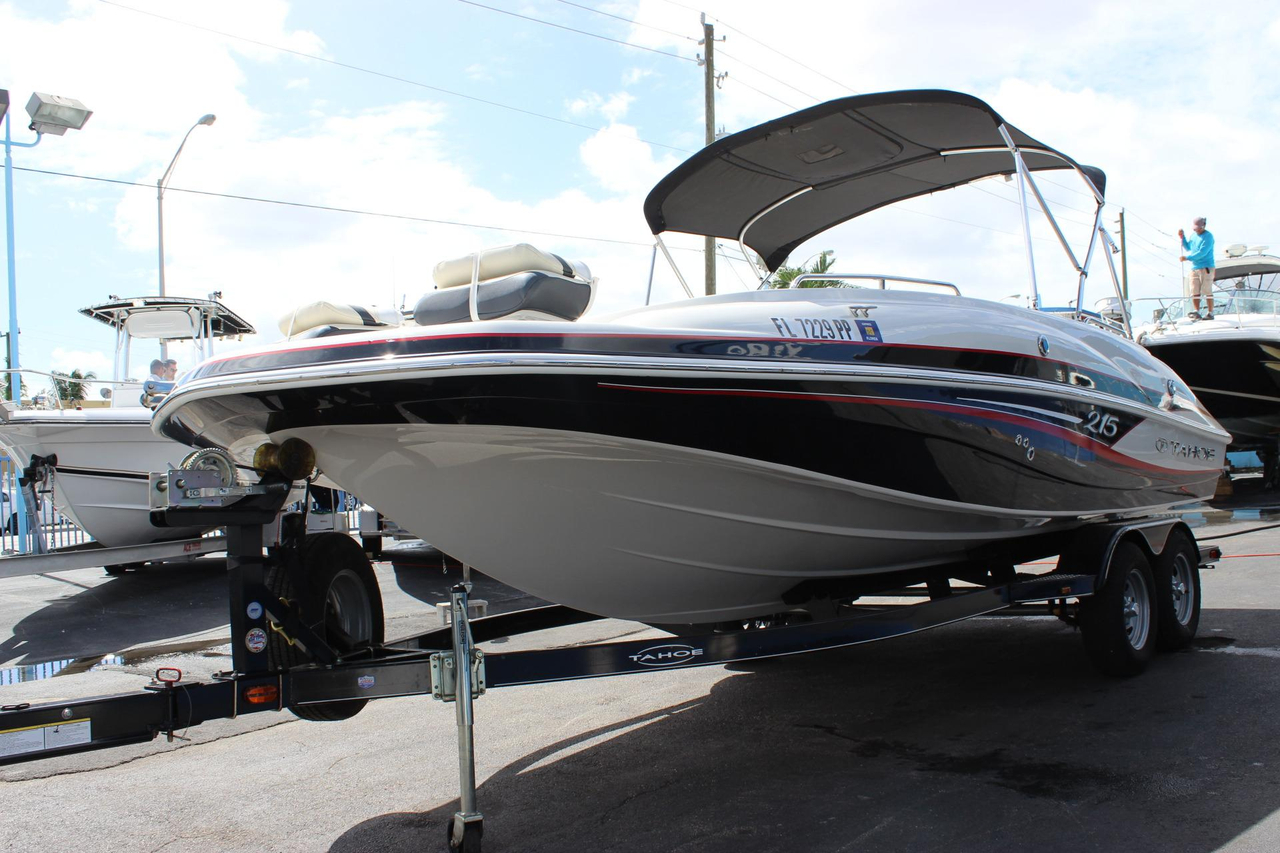 Pictures of Tahoe 215 Xi Deck Boat