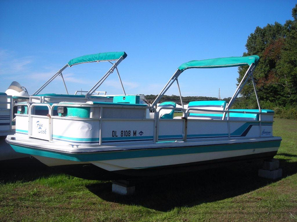 Used Hurricane FD 196 Deck Boat Deck Boat For Sale