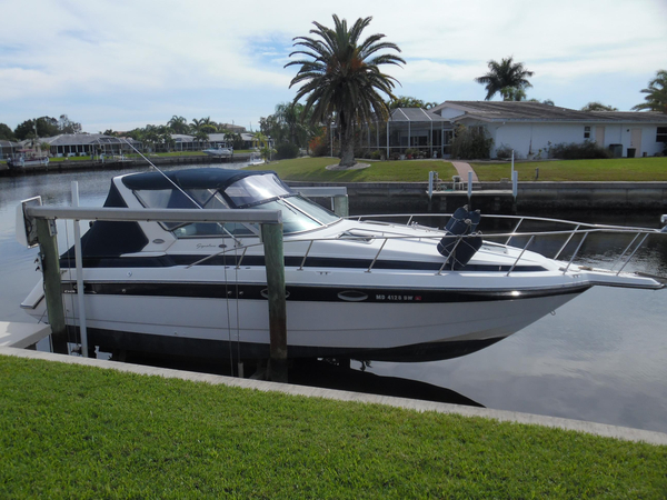 Used Chaparral 300 Signature Cruiser Boat For Sale