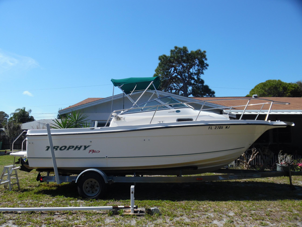 Used Trophy 2052 Walkaround Cuddy Cabin Boat For Sale