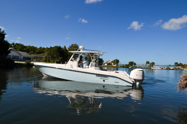 Used Everglades 325 CC Dive Boat For Sale