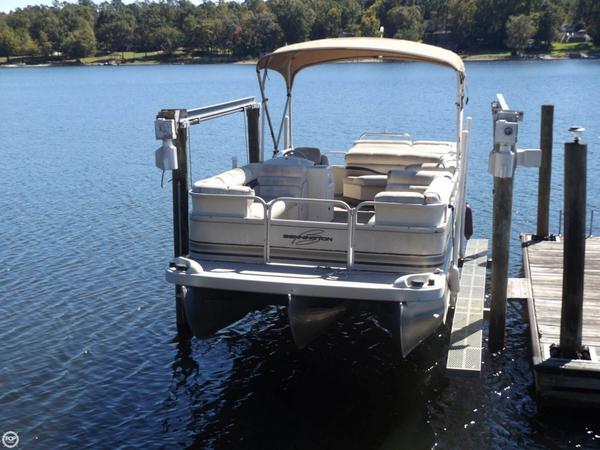 Used Bennington 2275LX Pontoon Boat For Sale