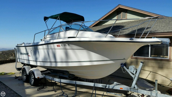 Used Trophy 2352 PRO Walkaround Fishing Boat For Sale