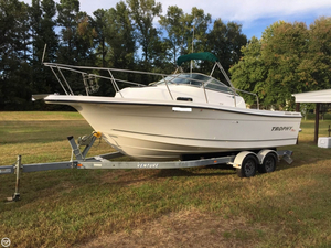 Used Trophy Pro 2352 Walkaround Fishing Boat For Sale