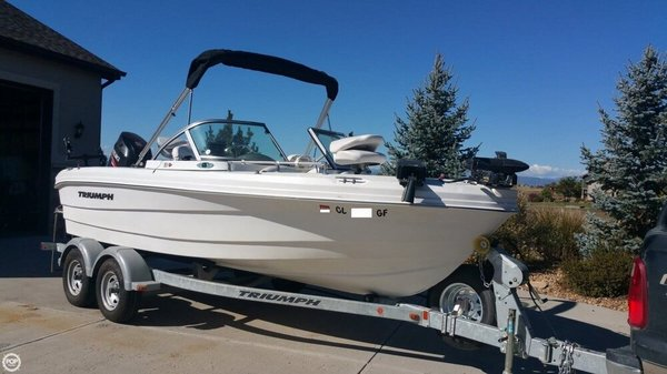 Used Triumph 191 FS Ski and Wakeboard Boat For Sale