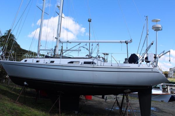 Used Ericson 38200 Cruiser Sailboat For Sale