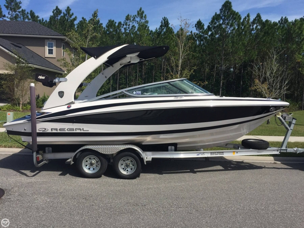 Used Regal 2100 Ski and Wakeboard Boat For Sale