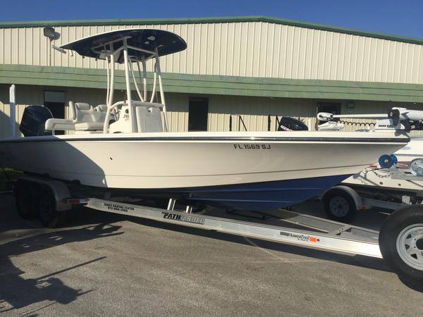 Used Pathfinder Bay Boat 2600 HPS Bay Boat For Sale