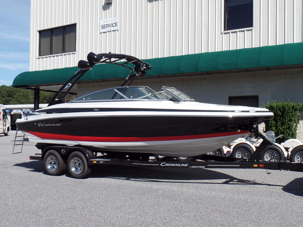 New Crownline 225 SS Bowrider Boat For Sale