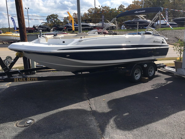 New Hurricane SunDeck Sport 201 OB Deck Boat For Sale