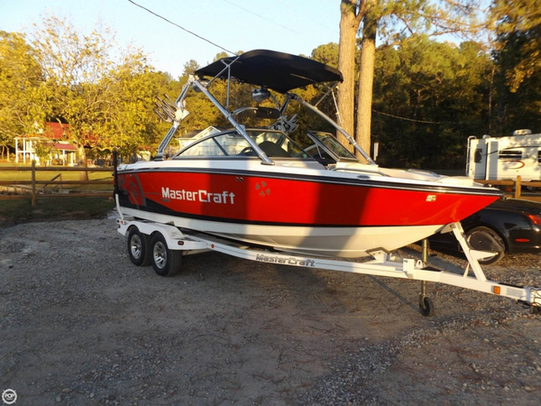 Used Mastercraft X15 Ski and Wakeboard Boat For Sale