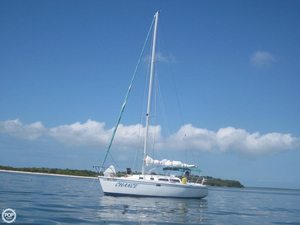 Used Catalina 320 Wing Keel Racer and Cruiser Sailboat For Sale